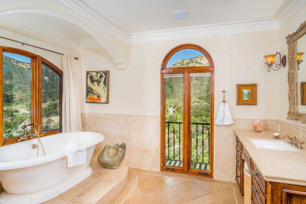 Tuscan Style Master Freestanding Bathtub
