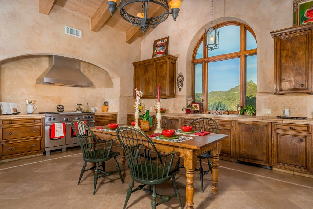 Tuscan country kitchen